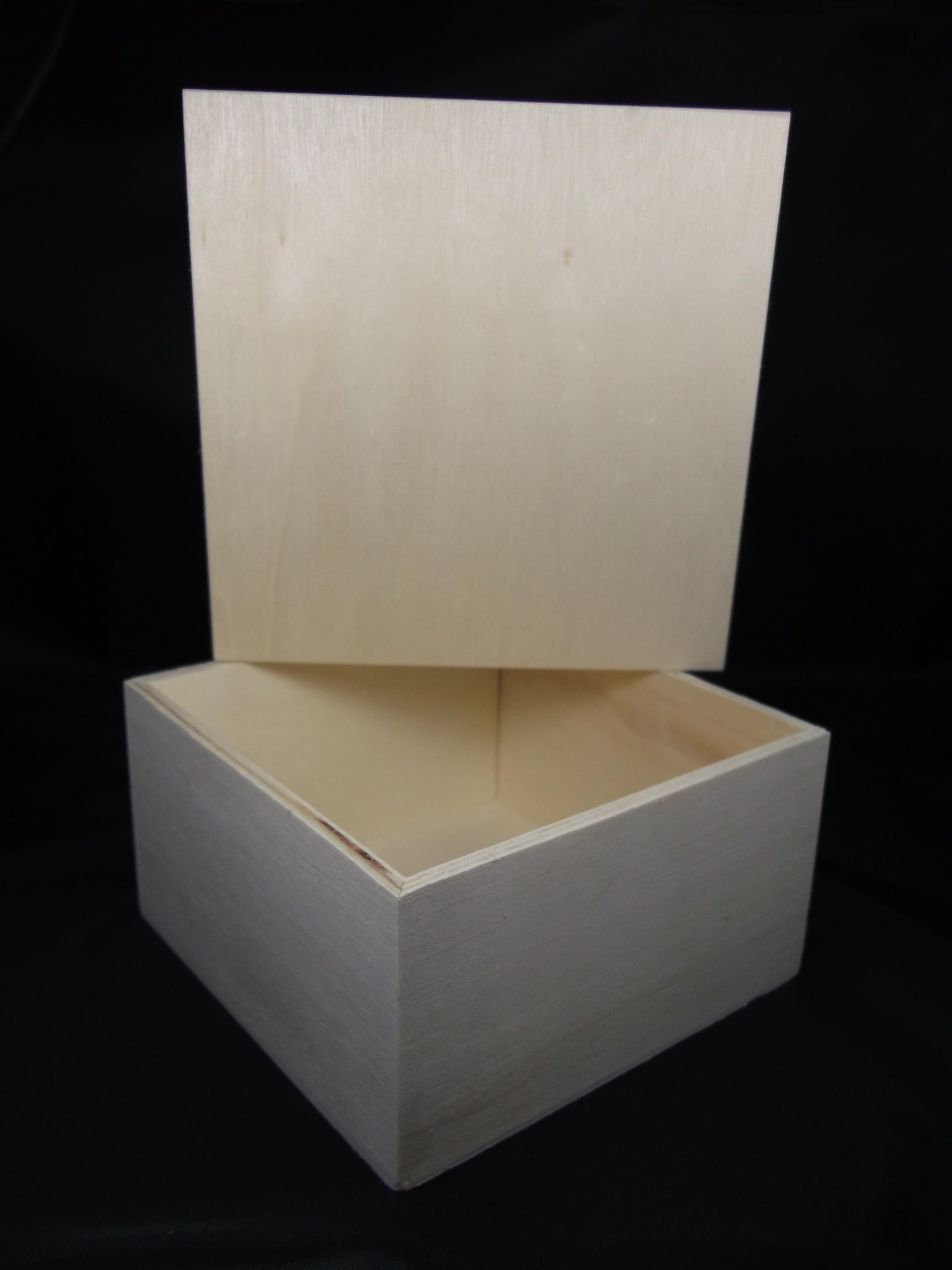les ateliers cr atifs d 39 annie tuto sur la d coration d une bo te en bois. Black Bedroom Furniture Sets. Home Design Ideas
